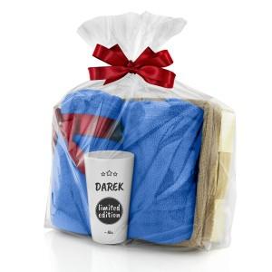 zestaw koc i kubek w łubie w opakowaniu prezentowym na upominek dla chłopaka