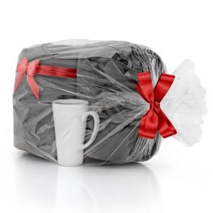 zestaw koc i kubek w łubie w opakowaniu prezentowym na upominek dla mamy