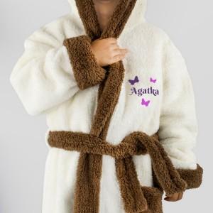 haft imienia na szlafroku na prezent na dzień dziecka dla dziewczynki
