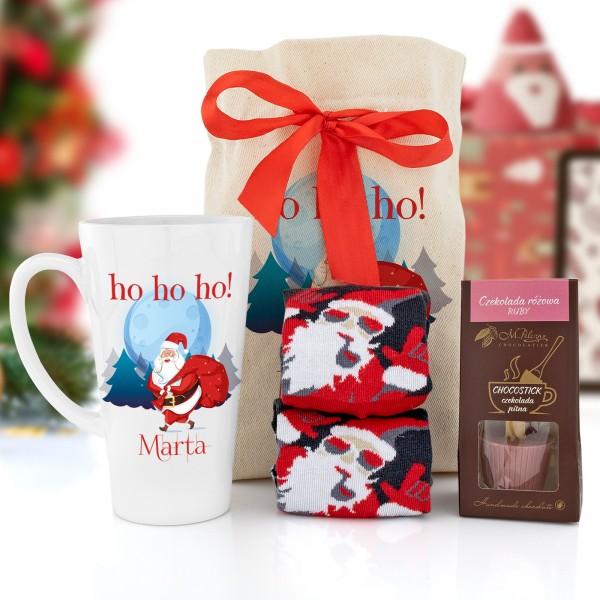 zestaw kubek z nadrukiem, czekolada do picia i skarpety w woreczku z nadrukiem na prezent na mikołajki dla dziewczyny