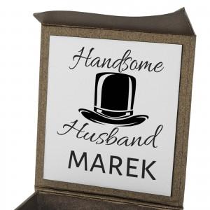 pudełko prezentowe z grawerem dedykacji na prezent dla męża na urodziny