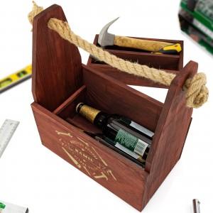 wnętrze mahoniowej skrzynka na piwo i narzędzia z funkcją z grawerem dedykacji na prezent dla dziadka na imieniny