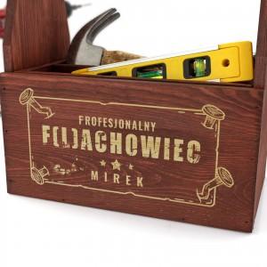 mahoniowa  skrzynka na piwo i narzędzia  z grawerem dedykacji na prezent dla szwagra