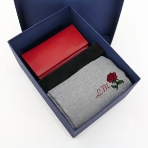 zestaw dla mamy portfel z grawerem i szal z haftem